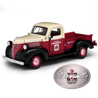 1:24-Scale IH Farmall 1941 Plymouth Diecast Truck by